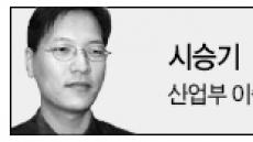<이충희 기자의 시승기>디자인상 휩쓴 유려한 외관…'ℓ당 16.2㎞'연비 동급 최강