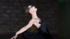 '레옹'의 소녀 '검은 백조'로 할리우드 날다