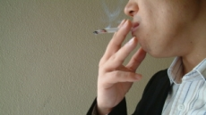 담배연기 내뿜다간 OO병 위험!
