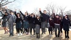 <포토뉴스> CJ, 공부방 청소년 교복 전달