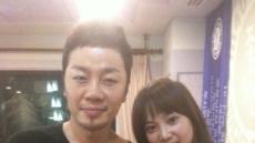 윤승아, 첫 라디오 출연...DJ 정엽과 '다정' 인증샷