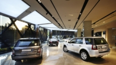 '자동차와 예술품의 복합 공간'에 재규어랜드로버를 만나다