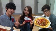 '피자 주문송' 부른 에이트…피자헛에서 피자 선물