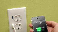 """아이폰 충전 손쉽게...USB포트 달린 콘센트 """"기발해"""""""
