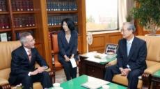헌재 소장, 美 연방대법원장 자문관과 협력방안 논의