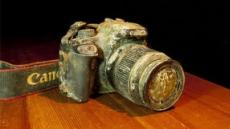 바닷속에 버려진 카메라, 1년만에 주인 찾은 사연은?