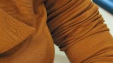 스웨터에 부츠…멋쟁이 그녀, 세균을 달고 산다
