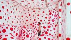 <이영란 선임기자의 art&아트> 마크 제이콥스는 왜 '땡땡이 할머니'에 꽂혔나?