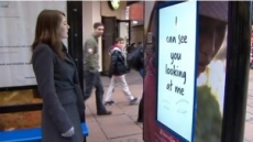 여자만 보이는 광고판 '화제' … 남녀에 따라 광고 내용 달라