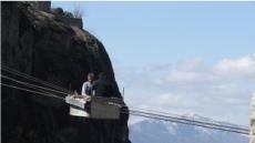 610m 공중에 떠있는 '아찔한 케이블카' 화제
