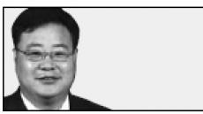 <데스크 칼럼 - 김화균> 정치권-재계, 상생의 시대 열라