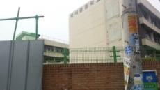 북서울중학교 담장 붕괴…길 가던 행인 중태