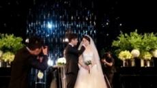 [이슈포토]박현빈, 예비 신부의 눈물 닦아주는 듬직한 신랑