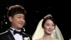 [이슈포토]박현빈, 결혼식 내부 현장 '축복 세례 속 미소'