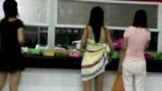 [이슈앤토픽] 여대생, 학교식당에 타올 한 장 걸치고 등장