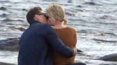 톰 히들스턴, 결별 2주 만에…테일러 스위프트와 열애 '해변서 키스'