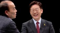 '썰전' ,계속되는 전원책 변호사의 토론자세논란