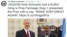 美 대사의 의도는?…소말리아 대통령에게 트럼프 모자 패러디 선물