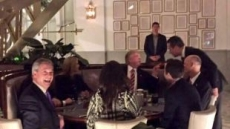 英 '극우성향' 독립당 전 대표, 트럼프와 브렉시트 논하며 만찬