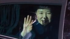 朴, 올림머리 포기 안했나?…세월호 인양 시각에도 미용사 출입