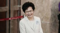 홍콩 첫 여성수반 캐리 람…휴지 사는 법 몰라 조롱당해