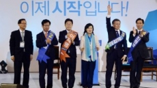 [헤럴드포토] 충청에서 승리한 문재인, 박수치는 안희정