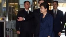 박 전 대통령 영장심문 휴정…경호원 점심시간에 김밥 들고 들어가