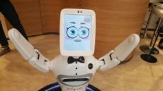 """백화점에 나타난 로봇…""""제 안내가 맘에 드셨다면 악수 한 번…"""""""