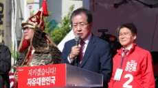 """홍준표 """"이제 문재인과 양강구도..문재인만 때릴 것"""""""