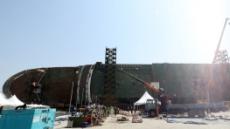 세월호 '미수습자' 수색 총력… 5층 절단 돌입, 안전구조물 설치 논의