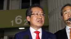 """[속보]홍준표 """"한국당 복원에 만족""""…사실상 대선 패배 시인"""