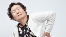 [위협받는 엄마의 건강 ②] 조금만 걸어도 다리 '찌릿'하다면 '척추관협착증' 의심