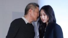"""홍상수 """"서울서 파파라치가 괴롭혀""""…美 매체에 심경 토로"""