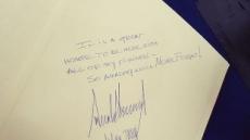 트럼프, 홀로코스트 추모관 방명록에 단 세문장…'감사카드 쓴 줄'
