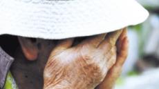 """""""자식 짐 될까 두렵다""""  암 치료받은 노인들  질병 의사소통 꺼려"""