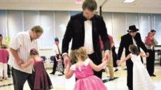 美 '아빠와 딸의 춤'…아빠가 아니어도 괜찮아요