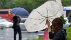 """중국 13개성 폭우, 우박도 겹쳐 """"항공편 줄줄이 취소"""""""