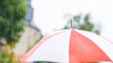 [장마패션 주인공은 나야 나 ②] 비바람 막고 패션도 지키고…예뻐진 레인코트, 데일리웨어로