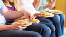 패스트푸드 자주먹는 비만 청소년이 짠 맛에 더 둔감하다