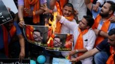 """인도서 불타는 시진핑 사진…""""중국산 안 사요"""""""