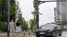 도로와 통신하는 V2X 인프라…교차로, 횡단보도 충돌 위험 운전자에게 경고