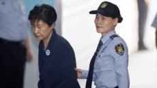 [국정농단 재판] 박근혜-최순실 '심기불편한 증인들'과 법정 만남