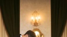 지소연, 송재희 손 잡고 눈감으며…비공개 결혼식 사진 보니