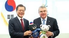 "IOC 위원장 만난 文대통령, ""UN 휴전결의안+北 참가로 평화 올림픽을"""