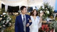 이시영 결혼사진 공개…'알렉스 닮은꼴' 남편 눈길