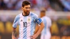 아르헨티나, 에콰도르에 2-1로 앞서…멀티골 메시, 러시아서도 보나 (전반종료)