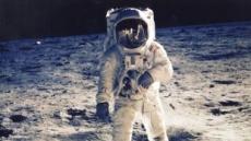 암스트롱이 찍은 NASA 사진 경매 나온다