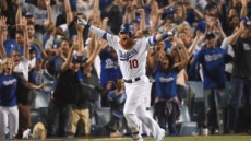 저스틴 터너, 끝내기 3점포…다저스, 컵스 꺾고 NLCS 2연승