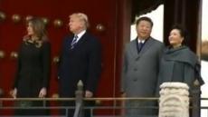 트럼프가 쳐다보자…급하게 주머니서 손빼는 시진핑 '꿈뻑꿈뻑'