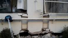 """[포항 지진 르포]""""지진 순간 물기둥이 치솟았다""""…바람소리에도 놀라는 포항시민들"""
